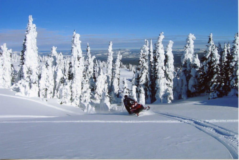 The Complete Guide to Snowmobiling in West Yellowstone